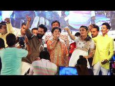 CHECKOUT Shahid Kapoor and Alia Bhatt at Falguni Pathak Raas Garba Navratri 2015. See the full video at : https://youtu.be/d0JLZbQCbzI #shahidkapoor #aliabhatt #falgunipathak