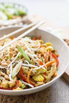 A Pad Thai with lots of Veggies, Sprouts, and Peanuts! | Vegan & Gluten free