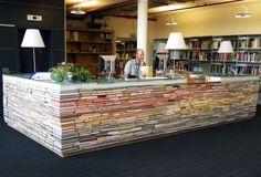 vecchi libri utilizzati per creare un tavolo
