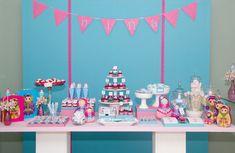 Vê se não é uma fofura de festa, sem inventar demais? Via http://casamenteiras.com.br/