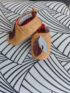 Chaussons cuir pour bébé   Vous pouvez vous rendre sur le site de Fait Paulette pour voir mes autres créations https://sites.google.com/view/faitpaulette  #chaussonscuir #bébé #couture
