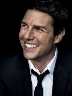 I don't care what anybody says. I love this mans face....Tom Cruise