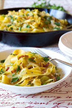 5 Ingredient Haluski: Hungarian Cabbage and Noodles with Bacon #pasta #bacon