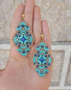 Beading Tutorials od NickyArtGioielli w Etsy Seed Bead Earrings, Beaded Earrings, Beaded Jewelry, O Beads, Beads And Wire, Seed Beads, Beading Tutorials, Beading Patterns, Bracelet Making