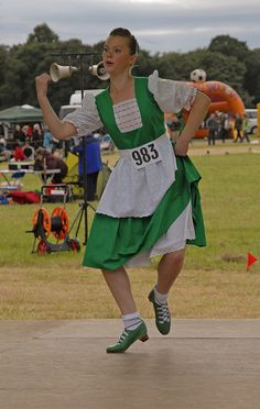 From the Federation of United States Teachers and Adjudicators (FUSTA) Scottish Highland Dancing is a celebration of the Scottish spirit. Scottish Highland Dance, Irish Jig, Green Jumpers, Irish Dance, Lets Dance, Dance Costumes, Dancing, Summer Dresses, Scotland