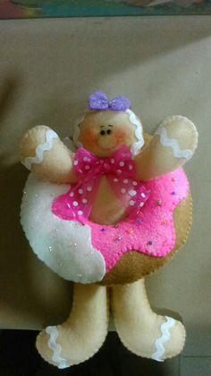 Donuts Gingerbread Man Decorations, Christmas Gingerbread Men, Felt Christmas Ornaments, Christmas Themes, Christmas Holidays, Christmas Decorations, Xmas, Felt Crafts, Diy And Crafts