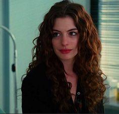 """Les MAGNIFIQUES cheveux d'Anne Hathaway dans """"Love And Other Drugs"""""""