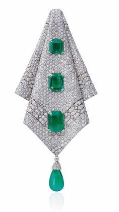 Long Earrings For An Elegant Look – Fashioned Jewelry Emerald Pendant, Emerald Jewelry, Diamond Pendant, Diamond Jewelry, Diamond Earrings, Art Deco Jewelry, I Love Jewelry, Fine Jewelry, Jewelry Design