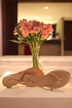 Rasteirinhas personalizadas distribuídas para os convidados no casamento de Paula Vasconcelos e Pedro Alves!