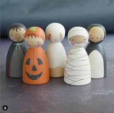 Wood Peg Dolls, Clothespin Dolls, Fun Crafts, Crafts For Kids, Arts And Crafts, Halloween Activities, Halloween Crafts, Kokeshi Dolls, Matryoshka Doll
