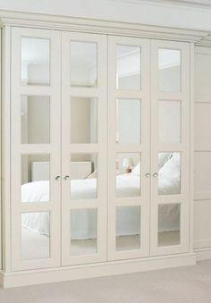 verspiegelte Frontblenden lassen das Pax-Stück chic und glamourös erscheinen, Spiegel vergrößern den Raum