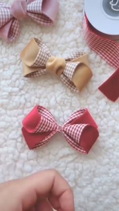 Diy Discover In this tutorial you can find all types of beautiful and easy-to-do hairpins By: crafts headbands DIY HAIRPINS Making Hair Bows Diy Hair Bows Ribbon Hair Bows Diy Bow Diy Ribbon Ribbon Crafts Diy Hair Clips Tulle Hair Bows Diy Baby Headbands Diy Hair Bows, Making Hair Bows, Fabric Hair Bows, Diy Hair Clips, Ribbon Hair Clips, Diy Baby Headbands, Handmade Hair Bows, Diy Headband, Flower Hair Clips