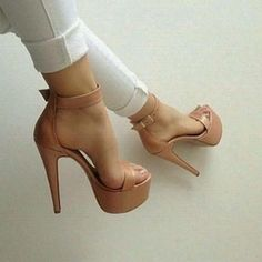 Does anyone know where can I find this beautiful heels ❓❓