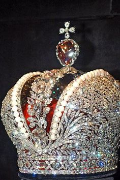 Crown of Imperial Russia ~ Comprised of 5,000 diamonds in a pattern of laurel wreaths & oak branches.