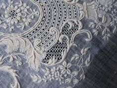 N.0158 白糸刺繍のムッショワール・ド・マリアージュ/ホワイトワーク・アンティークレース : パァジュ ド マリールイーズ アンティークジュエリー オブジェ パリ フランス