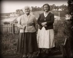 family my great Grandmother and Grandmother (Nanna)