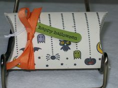 Halloween pillow box by cjzim - Cards and Paper Crafts at Splitcoaststampers Halloween Cards, Halloween Gifts, Happy Halloween, Die Cut Boxes, Halloween Pillows, Treat Box, Candy Bars, Pillow Box, Gift Boxes