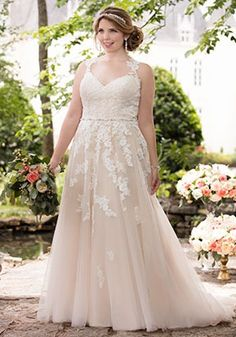PLUS SIZE WEDDING DRESSES by Stella York Every bride, regardless of her body shape or size, should experience the joy of finding the designer wedding dress of her dreams.