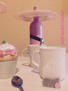 Alzatina fai da te  Come fare un alzatina fai da te riciclando bottiglie di vetro. Tutorial creativo facile da realizzare.  #mycandycountry #vetro #alzatina #dolcetti #ideecreative  Seguimi su: www.mycandycountry.it