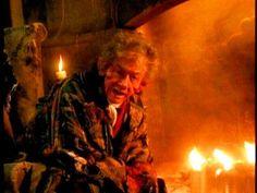 10 september 2012: Verhaaltjes. Foto: John Hurt vertelt als The Storyteller in de gelijknamige TV serie verhalen aan zijn cynische hond