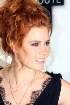 Amy Adams stunning red hair in a lovely messy up-do