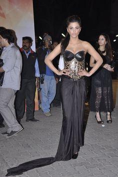 Shruti Hassan at 58th Idea Filmfare Awards 2013.