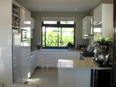 Quaint, modern and well equipped kitchens are what you can expect at our serviced, self catering apartments in Cape Town!
