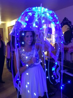 Jelly fish costume DIY More - Hallowen Costume, Creative Halloween Costumes, Diy Costumes, Seussical Costumes, Woman Costumes, Fancy Costumes, Couple Costumes, Group Costumes, Adult Costumes
