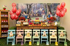 Branca de Neve e os 7 anões decoram festa de criança