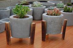 Como hacer macetas de cemento, concreto u hormigón knutselen beton met beton klei Cement Art, Concrete Cement, Concrete Furniture, Concrete Crafts, Concrete Projects, Concrete Garden, Concrete Design, Concrete Planters, Papercrete