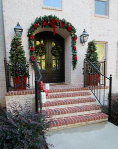 3 Easy Holiday Decorating Tips Traditional Christmas door decorations to welcome your holiday guests Christmas Front Doors, Christmas Yard, Christmas Lights, Christmas Holidays, Christmas Ideas, Holiday Ideas, Christmas Scenes, Christmas Inspiration, Christmas Stuff