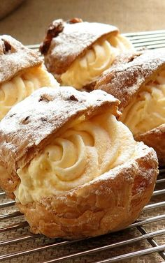 Italian Cream Puffs -- be sure to make these small bite sized puffs instead of big ones