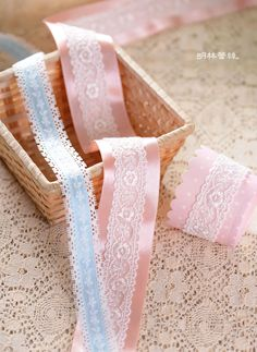 http://minglinlace.com/購物/蕾絲素材/明林蕾絲小天馬拉雪兒蕾絲條碼古典花款蕾絲緞帶台灣製粉藍色