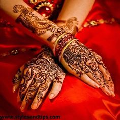 Mehndi henna designs are searchable by Pakistani women and girls. Women, girls and also kids apply henna on their hands, feet and also on neck to look more gorgeous and traditional. Bridal Mehndi Designs, Mehndi Designs For Hands, Bridal Henna, Mehandi Designs, Wedding Mehndi, Wedding Hair, Mehndi Tattoo, Henna Mehndi, Henna Art