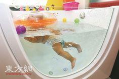 寶寶水療 調解心肺功能.  獨立水池每次只提供給一名寶寶使用,工作人員會在寶寶使用完畢后,即清洗泳池并撤換池水。 (攝影:劉維杰)