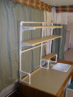 SHELVES MADE OF PVC Great idea for a knock-down shelf mod in the tent trailer! --for apartments, too! Just make with copper pipe for more upscale/industrial/steampunk look or even just paint! Pvc Pipe Crafts, Pvc Pipe Projects, Craft Projects, Do It Yourself Furniture, Diy Furniture, Camping Hacks, Tent Camping, Outdoor Camping, Glamping