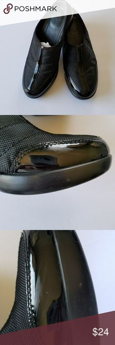 EASY SPIRIT MULES BLACK WITH PATENT LEATHER UPPERS EASY SPIRIT MULES BLACK WITH PATENT LEATHER UPPERS Size 8 M. There are a few scuffs and some wear on the heels but they still look good. So comfortable when you need to be on your feet! See all pics. Easy Spirit Shoes Mules & Clogs