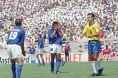 Le foto di USA '94: Roberto Baggio alla fine del tempo regolamentare della finale. (AP Photo/Thomas Kienzle) - Il Post