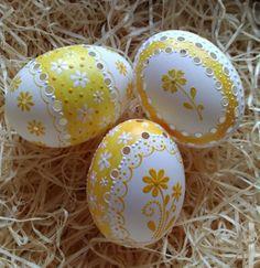 Kachní madeirová kraslice se žlutou / Zboží prodejce ZS-relief | Fler.cz Egg Crafts, Easter Crafts, Easter Art, Easter Eggs, Spring Projects, Egg Art, Egg Decorating, Artsy, Handmade