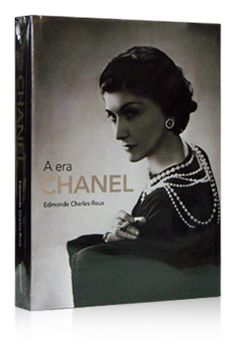 """""""A Era Chanel"""" (Edmonde Charles-Roux, 2007), com a trajetória da estilista, fundamental para entender a marca e sua influência e importância na moda mundial"""