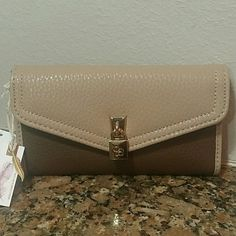 """Jessica Simpson Wallet Nude Brown & Lock Charm! Nw Brand new with tags! MSRP $45 plus tax   Classy,  functional and very stylish nude wallet with brown accents and golden lock charm! Measures L6.5"""" x 3.75""""H  Super cute!   Buy with confidence 5 stars ratings on over 300 sales! Jessica Simpson Bags Wallets"""