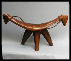 A-SCULPTURAL-LARGE-DINKA-HEADREST-FROM-NE-AFRICA