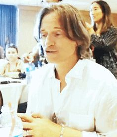 Lol, I love Lana! Just look what she does to Robert during his interview at #SDCC :') #OUAT