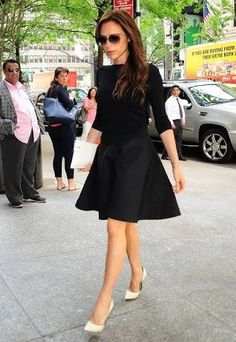 Victoria Beckham gave her little black dress a majorly fresh spin via white Casadei pumps and a white envelope clutch. Dress Outfits, Dress Up, Fashion Outfits, Only Fashion, Fashion News, Women's Fashion, Fashion Trends, Diane Von Furstenberg, Celebrity Summer Style