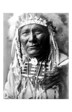 Giclee Print: Nez Perc Head Dress by Edward S. Curtis : 17x11in