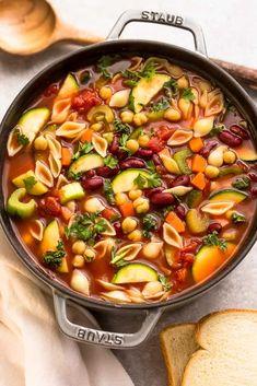 Easy Vegan Dinner, Vegan Dinner Recipes, Vegan Dinners, Supper Recipes, Canned Beans Recipe, Recipe Minestrone, Easy Minestrone Soup, Olive Garden Minestrone Soup Recipe Crock Pot, Classic Soup Recipe