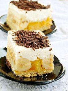 Banana cube with whipped cream and jelly (in Polish) Sweet Recipes, Cake Recipes, Dessert Recipes, Chocolate Ganache Tart, Banana Pudding Recipes, Cheap Easy Meals, Icebox Cake, Best Food Ever, Polish Recipes
