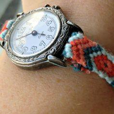 Une montre customisée comme un bracelet brésilien, cliquez sur l'image pour avoir le tuto // a watch as a brazilian bracelet : click on the picture to get the DIY