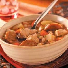 Basque Vegetable Soup - This is a hearty soup widely served here, especially at the many restaurants specializing in Basque cuisine. It's a nice way to use the abundant vegetables that are available this time of year. Give it a try this harvest season. Paella, Gnocchi, Slow Cooker Recipes, Cooking Recipes, Sausage Recipes, Cookbook Recipes, Cooking Ideas, Basque Food, Tapas