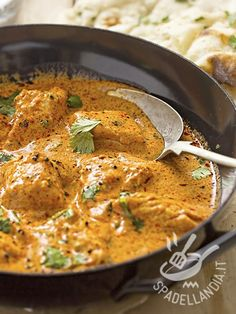 The curry chicken nuggets are delicious and also very easy to prepare. A delicious dish that everyone will like to vary the usual menu. Indian Food Recipes, Asian Recipes, Healthy Recipes, Ethnic Recipes, Beef Recipes For Dinner, Chicken Recipes, Frango Chicken, Dinner With Ground Beef, Exotic Food